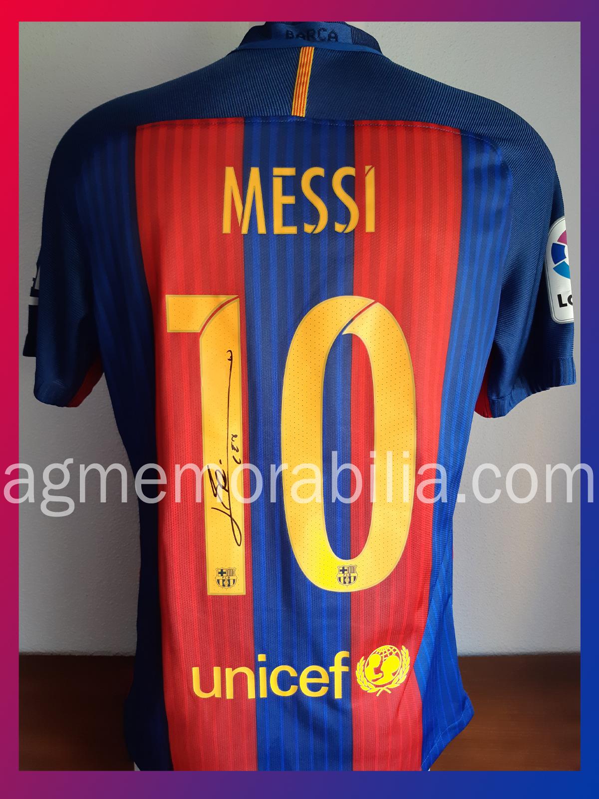 Muy satisfechos de haber podido certificar este bonito autógrafo de Leo  Messi en una camiseta del 10 del Barça y conseguido en la ciudad condal  poco antes ... c6293fc162869